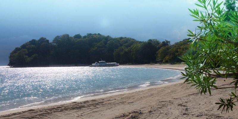 isla contadora playa