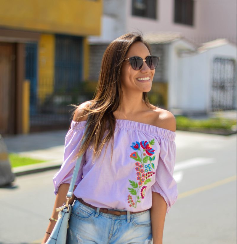 Blusa Off Shoulder Bordada – Sueños a Color