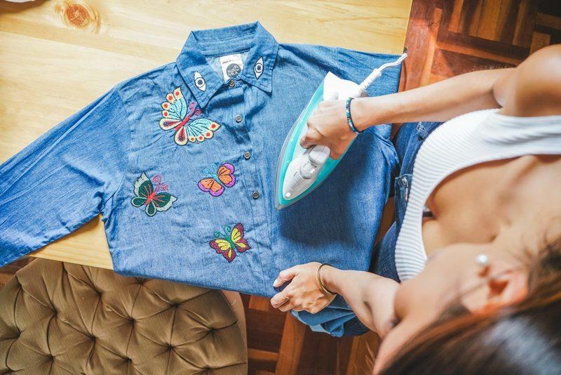 camisa jean bordada
